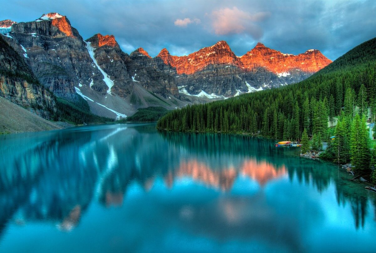 Beautiful Scenery Mountains and Water